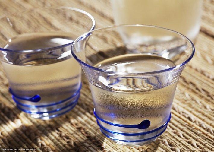 пить спирт