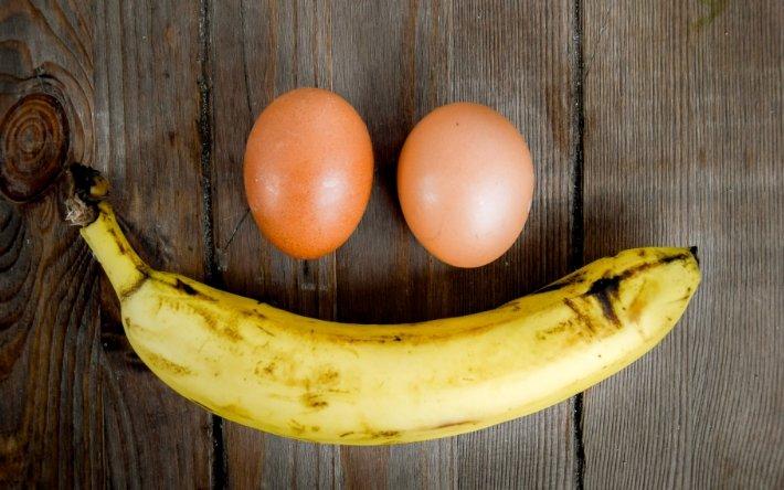 бананы и яйца