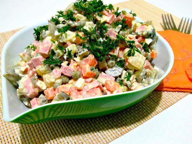 Лучше не ешьте эти 5 салатов: вредная еда, которую нужно отдать врагу