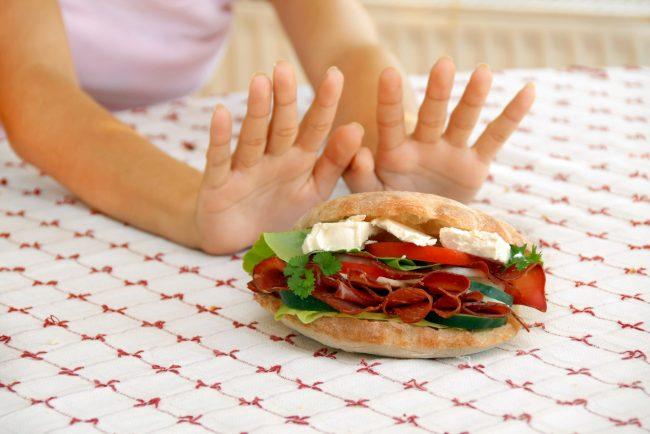 Почему ребенка нельзя перекармливать: 7 советов для здорового питания малышей