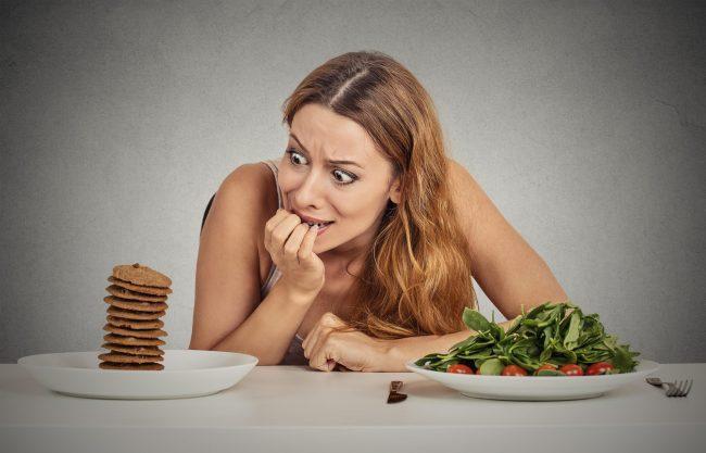 Почему мы переедаем: 8 предлогов съесть лишнюю порцию и как от них избавиться