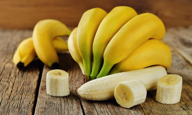 Бананы на столе