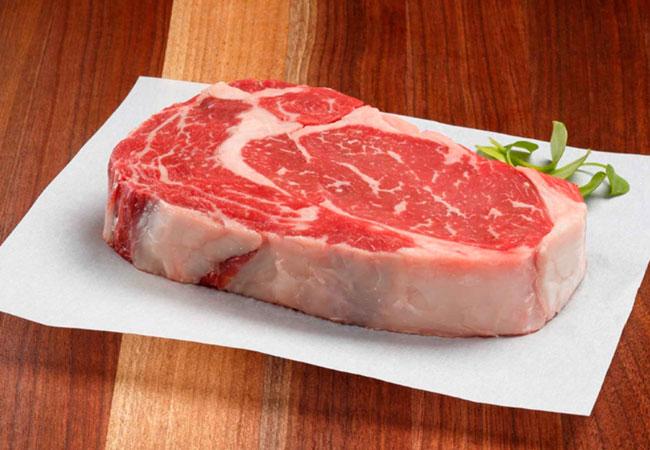 Мясо на столе