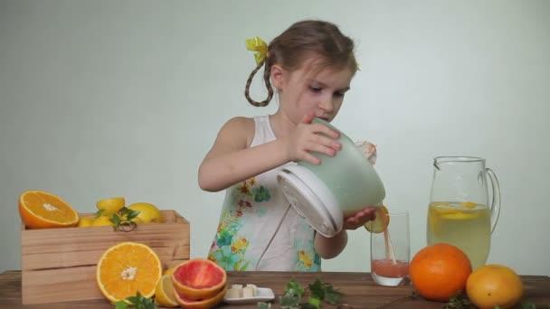 Продукты, в которых много витаминов в твердом виде, но в жидком виде их лучше не употреблять
