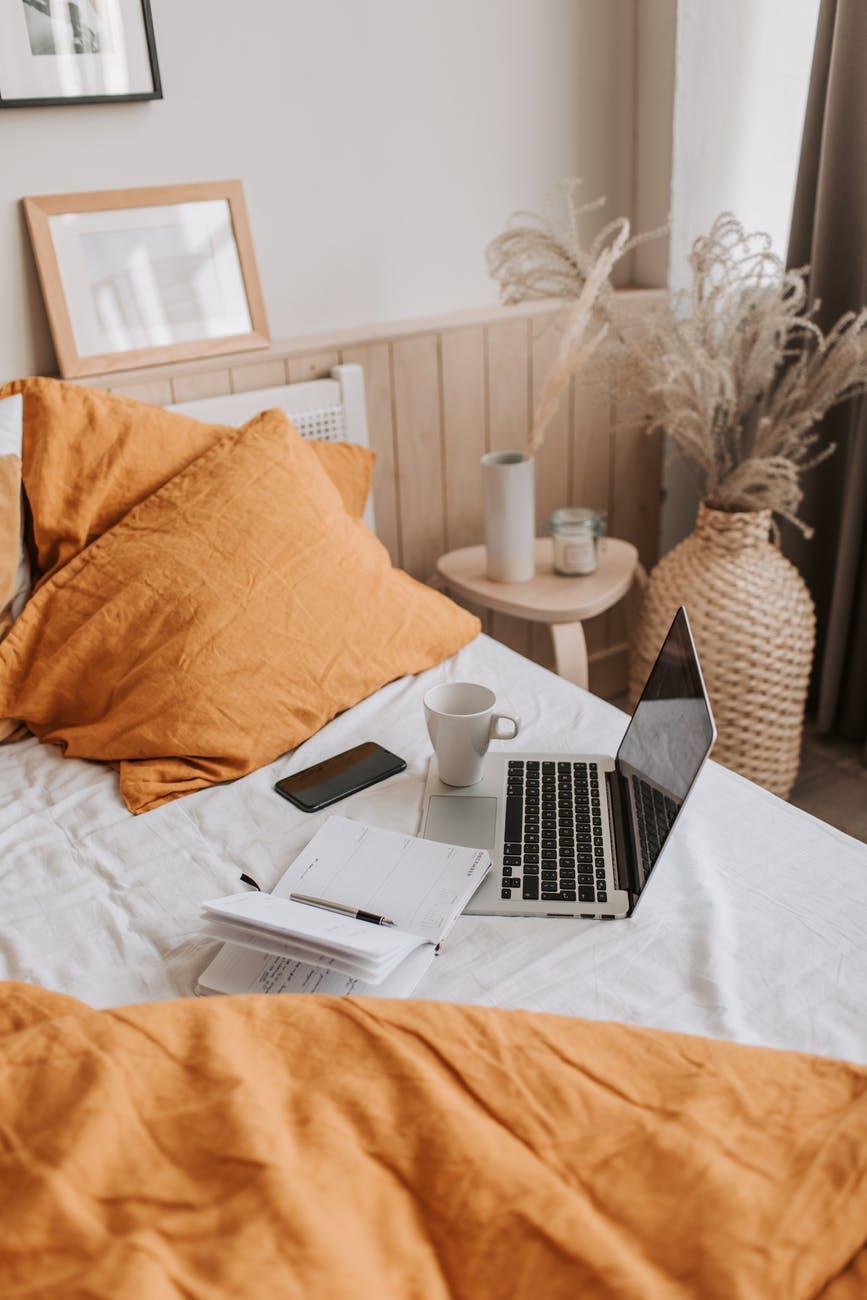 Дневник на кровати