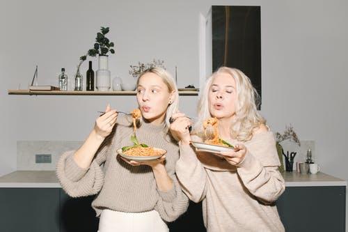 Продукты - провокаторы: какую еду нужно употреблять с осторожностью, потому что она вызывает огромный аппетит
