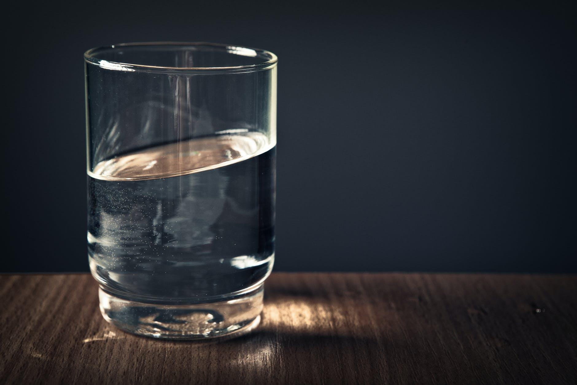 Правильно ли пить воду литрами: для чего важна вода и как ее нужно употреблять