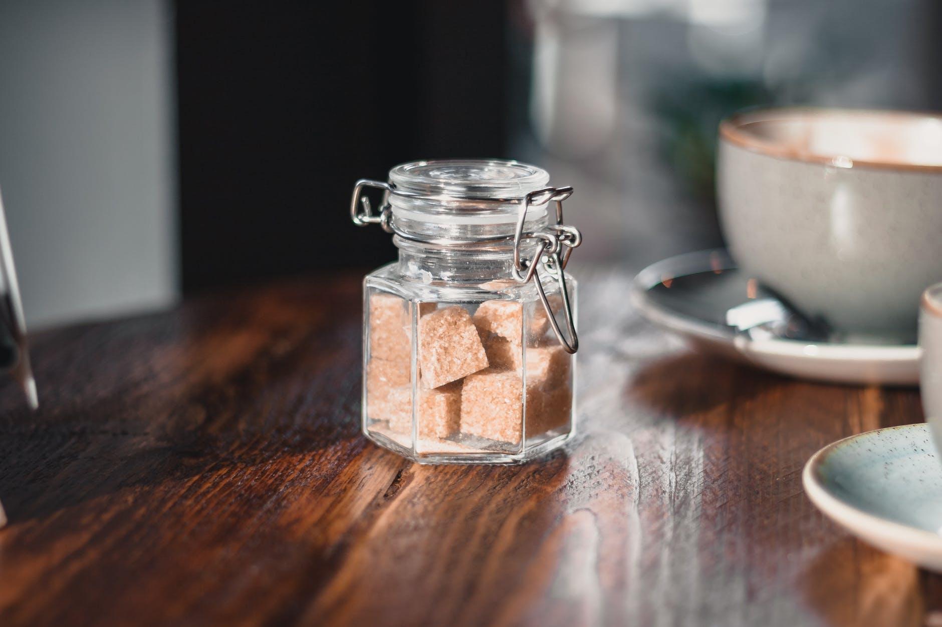 Сахар в сахарнице